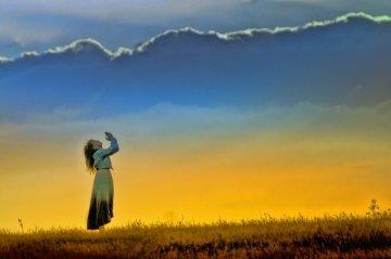 prayer -woman-sunset